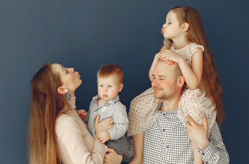 В России изменили порядок предоставления выплат на детей от 3 до 7 лет. Соответствующий указ 10 марта 2021 года подписал президент РФ Владимир Путин.