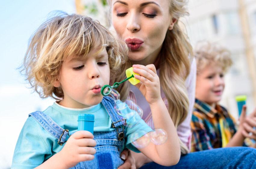 8 способов, как мамы могут влиять на развитие детей.
